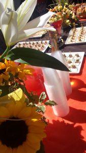 Spiedini di frutta e tartine per l'aperitivo dell'hotel Amicizia Rimini
