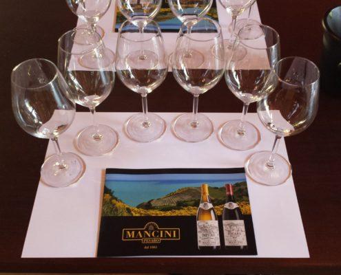 Fattoria Mancini Pesaro calici per assaggi di vini