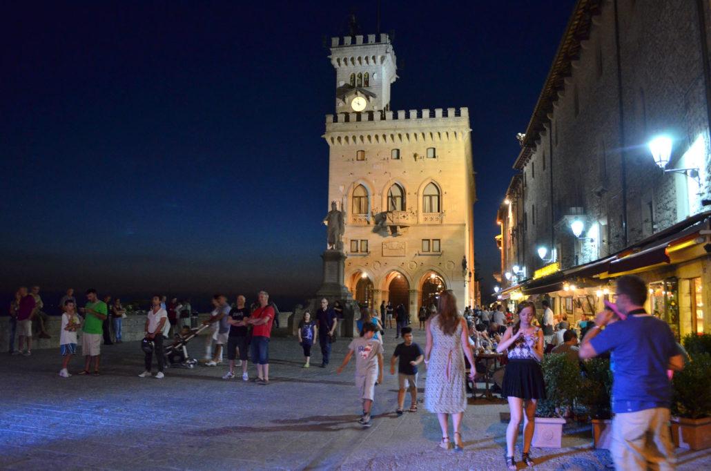Antica Republica di San Marino di notte