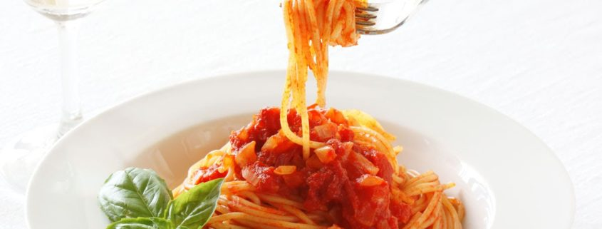 Piatto di spaghetti al pomodoro